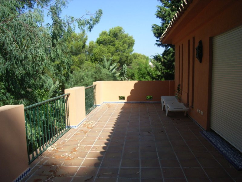 House in Estepona R78056 10