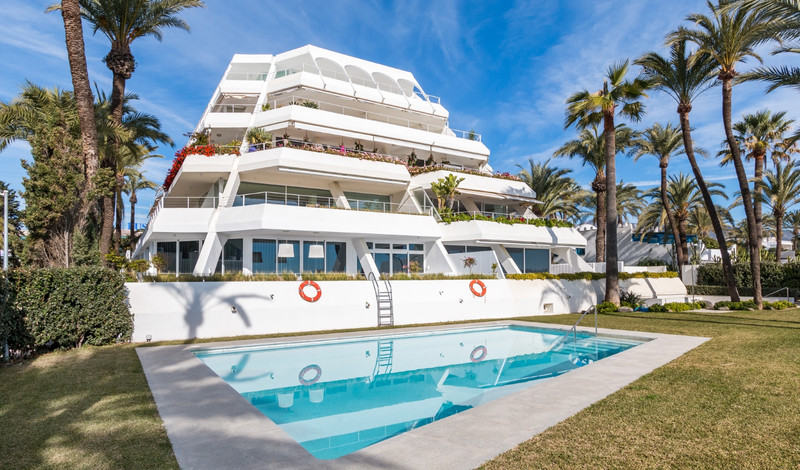 Marbella Banus Apartamento Planta Media en venta en The Golden Mile – R3424939