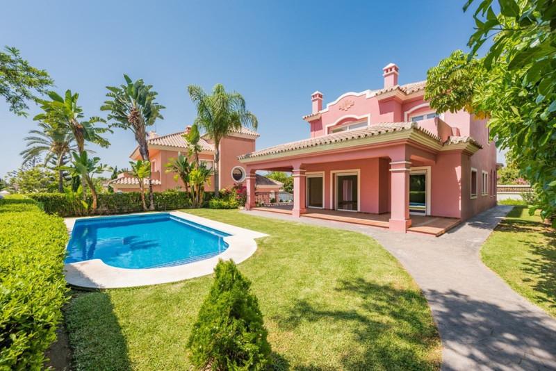 Villa – Chalet en venta en Guadalmina Alta – R262150