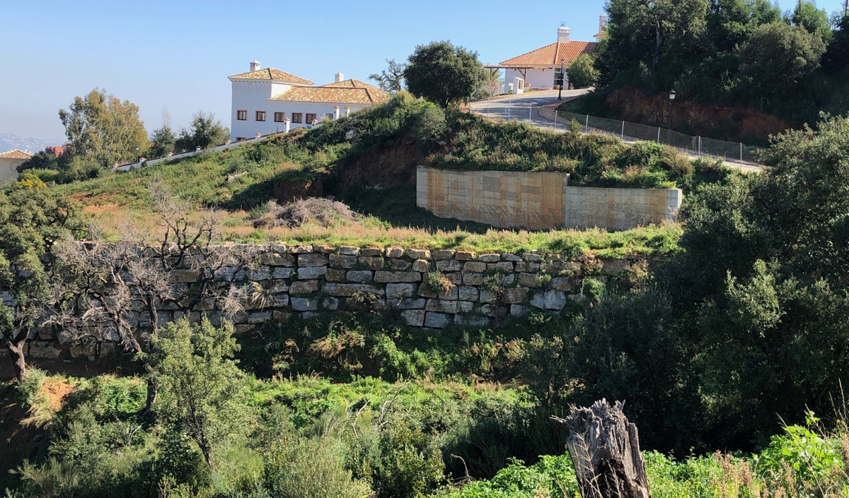 Plot located in La Mairena. The plot consists of 1758 m2 with a buildability of 22% and has a Basic ,Spain