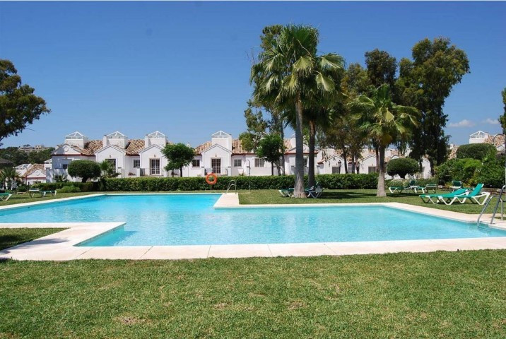 Modern townhouse located in Ribera de Guadalmina. Comprised of 3 bedrooms, 3 bathrooms, large kitche,Spain