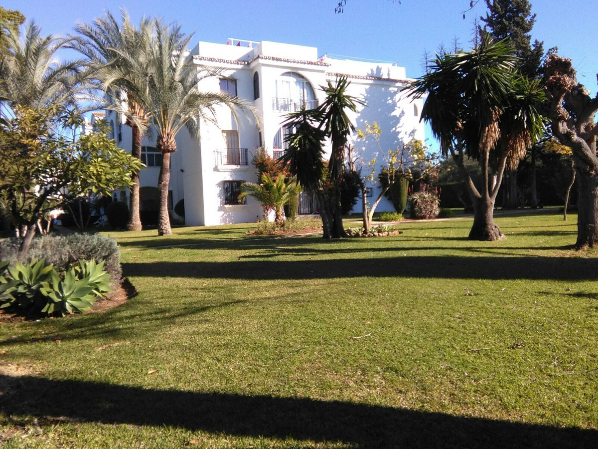 Apartment for Sale in El Paraiso, Costa del Sol