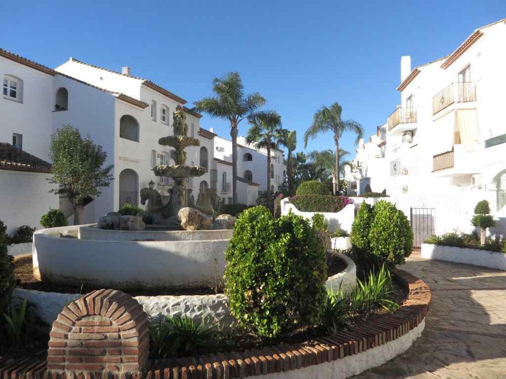 Studio apartment located in the popular urbanization of Benavista. This Pueblo Andaluz community is , Spain