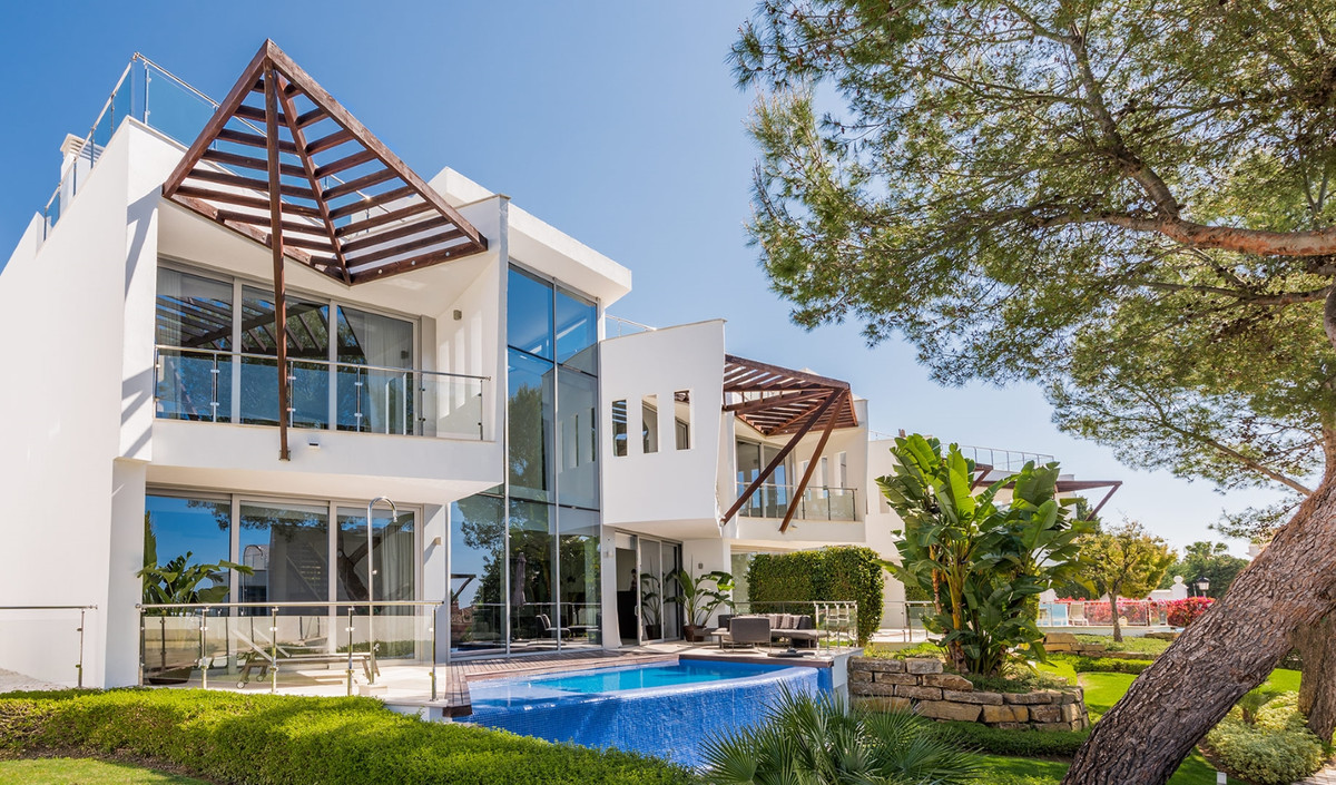 Modern innovative style 3 bedroom villa located in the most prestigious residential zones of Marbell,Spain