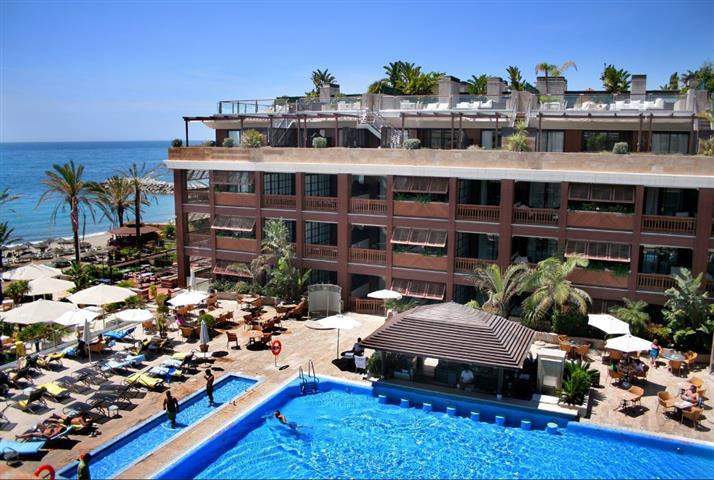 Magnificent penthouse suite located in the exclusive 5* Star front-line beach Guadalpin Banus Resort,Spain