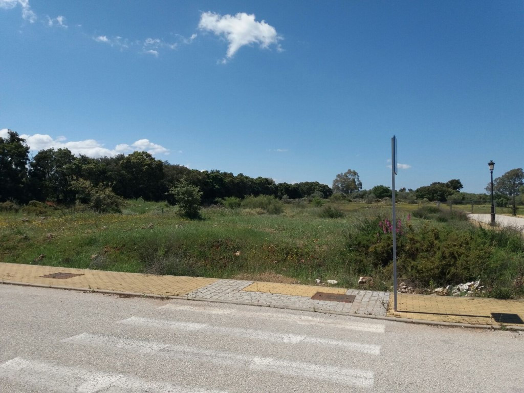 Large flat plot with planning permission for residential dwellings located on the outskirts of Arria, Spain