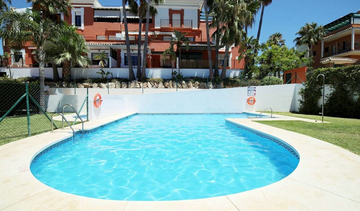 Spacious apartment located in a popular community next to the Diana commercial center in Atalaya. Th, Spain