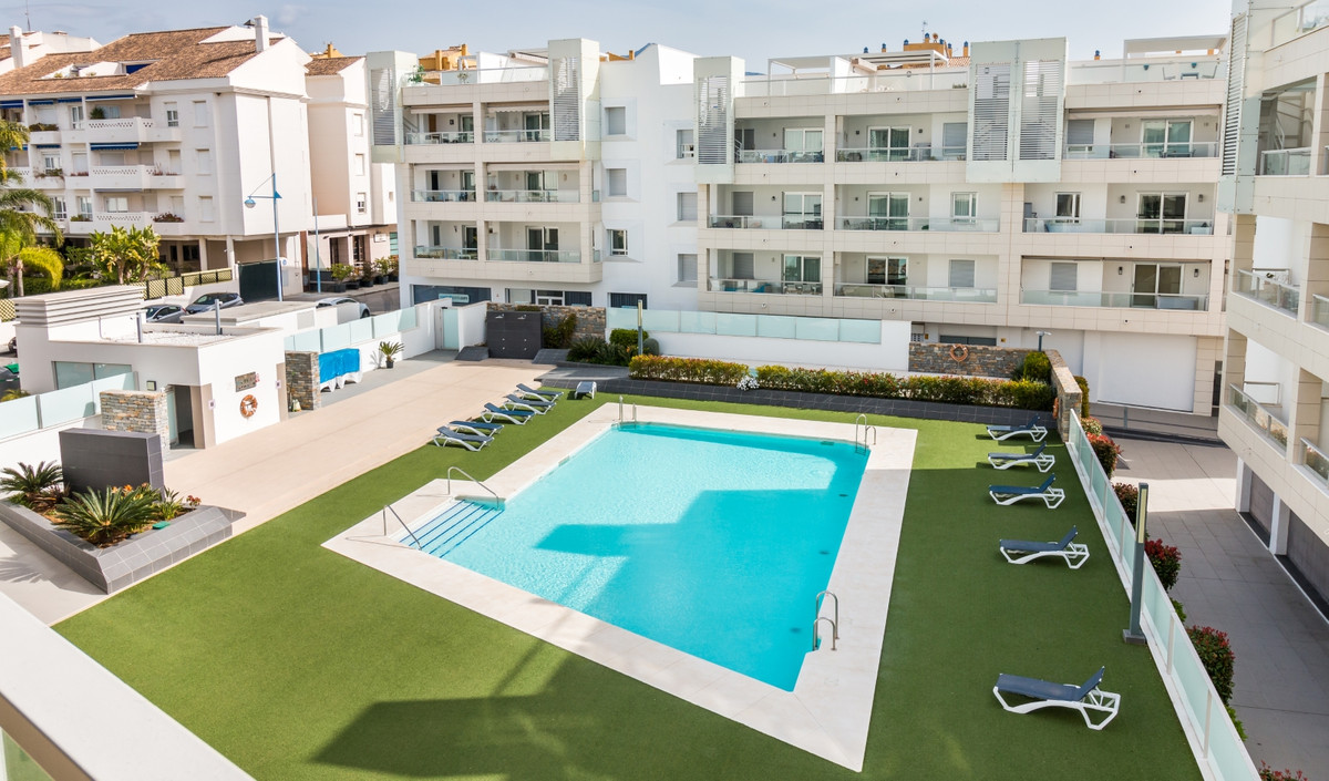 This impressive three bedroom and two bathroom second floor apartment is located beach side of San P, Spain