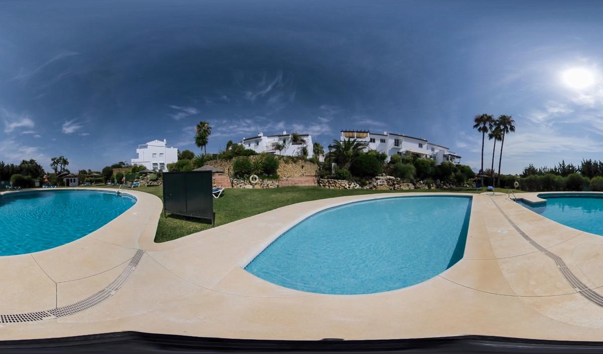 Marbella Banus Apartamento Planta Media en Venta en El Paraiso – R3342532