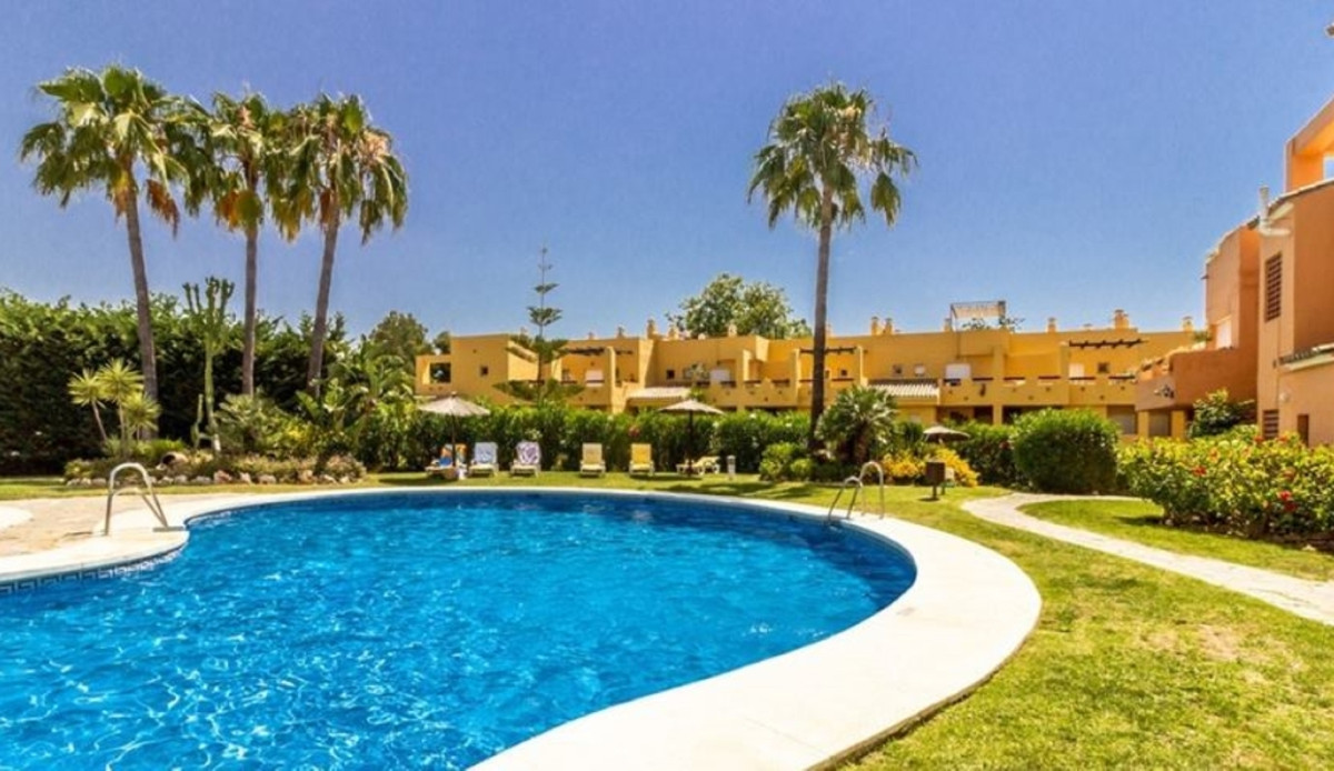 Corner apartment on the ground floor with direct access to the community gardens. Located in a highl,Spain
