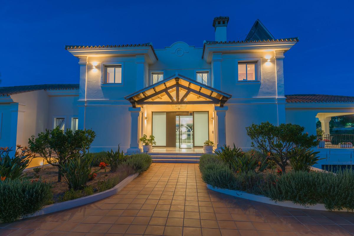 Villa en Venta en La Mairena – R3050344