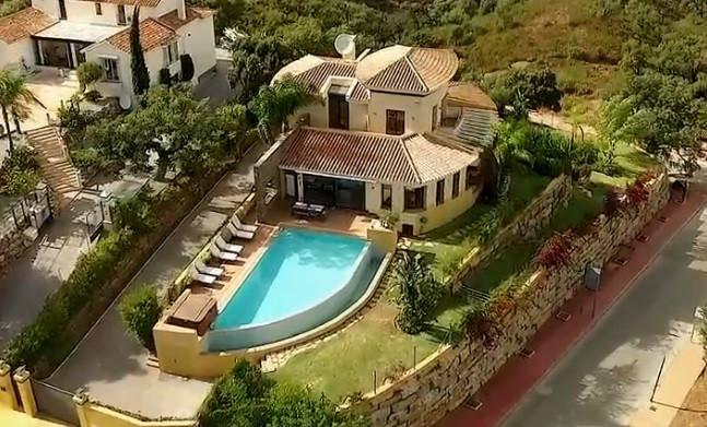 Villa 5 Dormitorios en Venta La Mairena