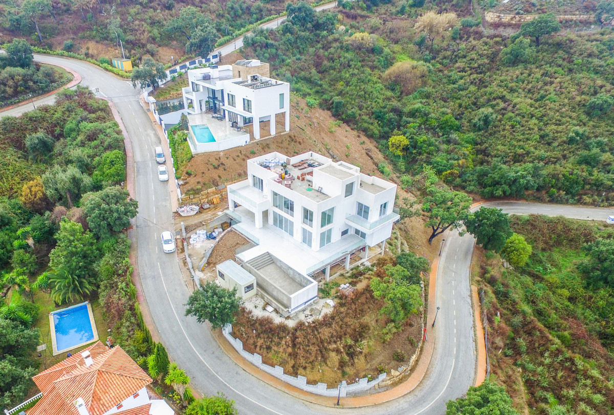 Villa AU14-B is located in a very prominent position set in beautiful La Mairena on the East side of,Spain