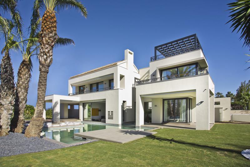 Villa – Chalet en venta en Guadalmina Baja – R3477691