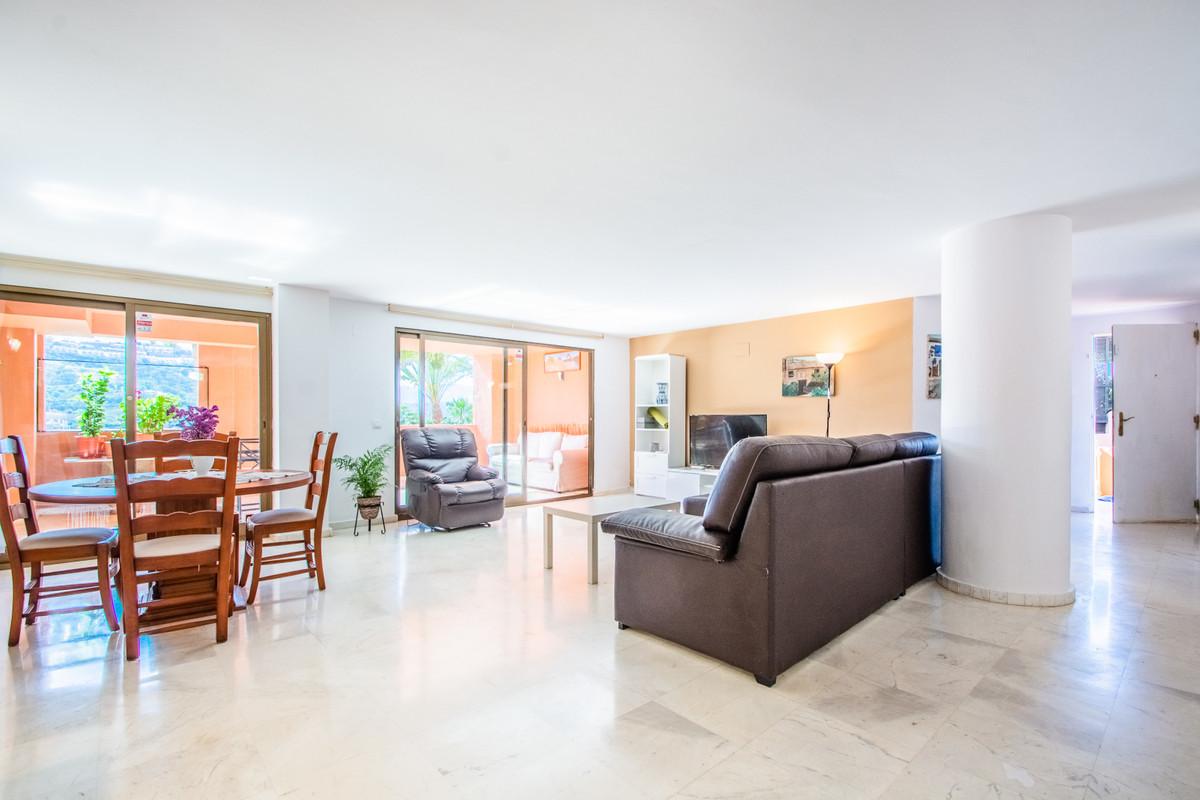 Marbella Banus Apartment for Sale in La Mairena – R3430657