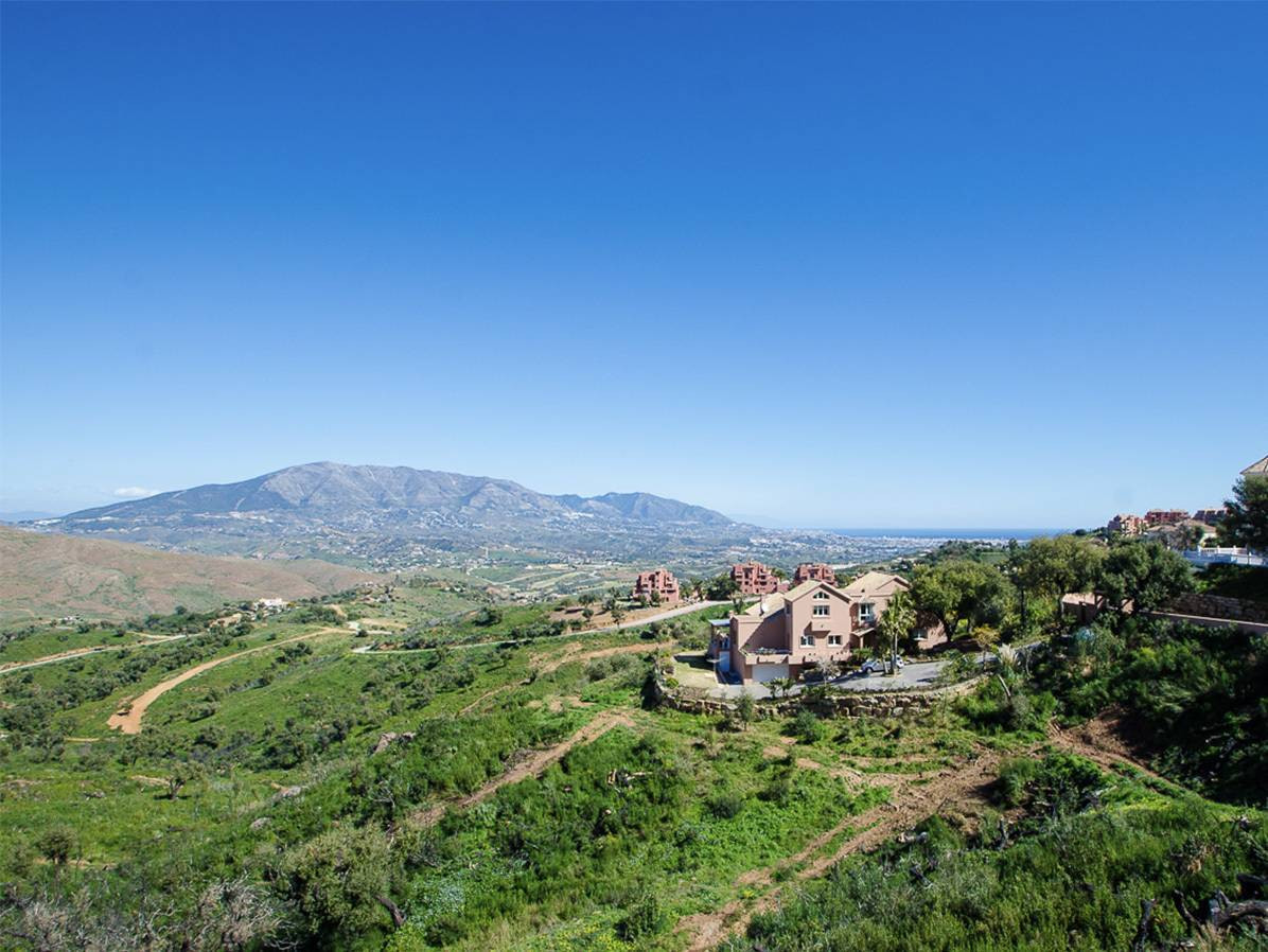 This is a very large plot of land with building permission for a villa,  garage and pool. There is p, Spain