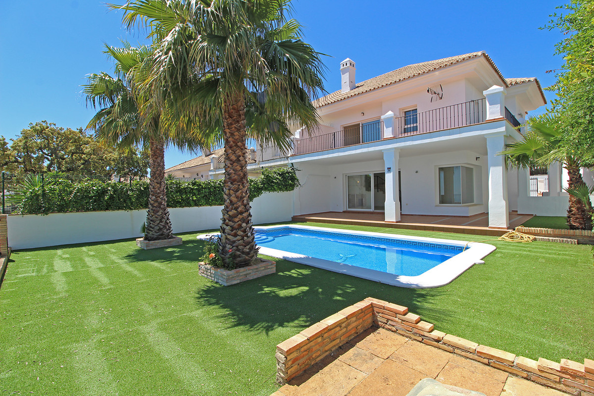 Marbella Banus Pareado en Venta en La Mairena – R3423457