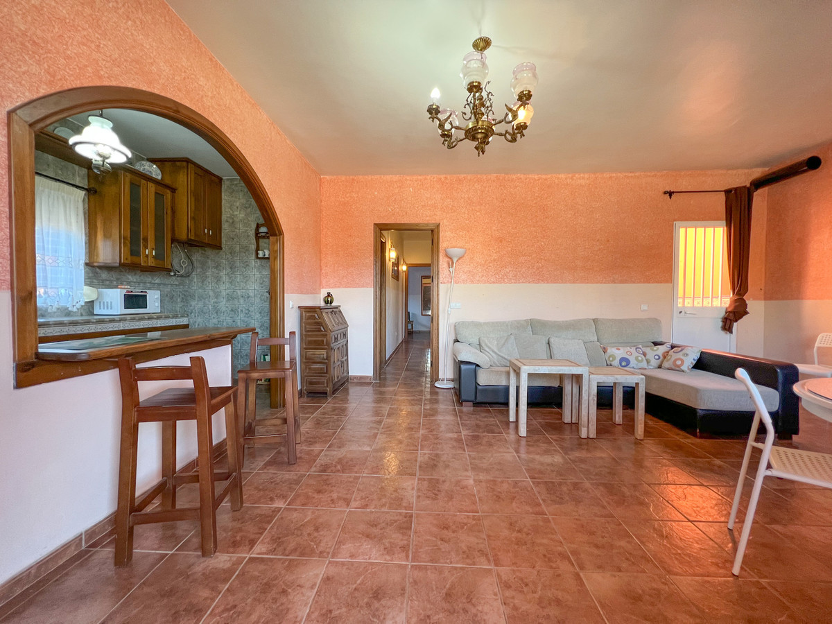 Detached house with a lot of potential! PRICE NEGOTIABLE  Huge rooftop terrace with solar panels and,Spain