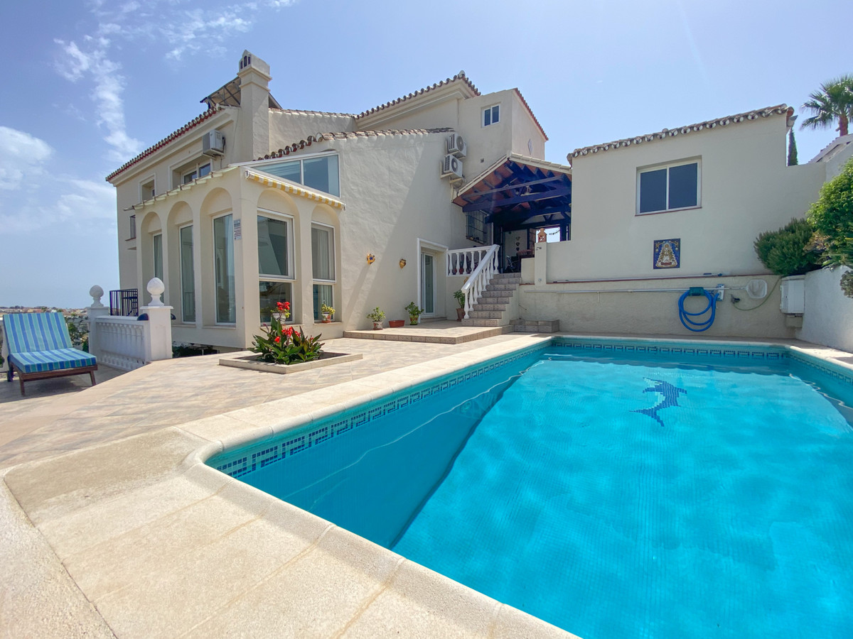 Stunning villa in very accessible location.  This gorgeous villa simply has it all. It is located in,Spain