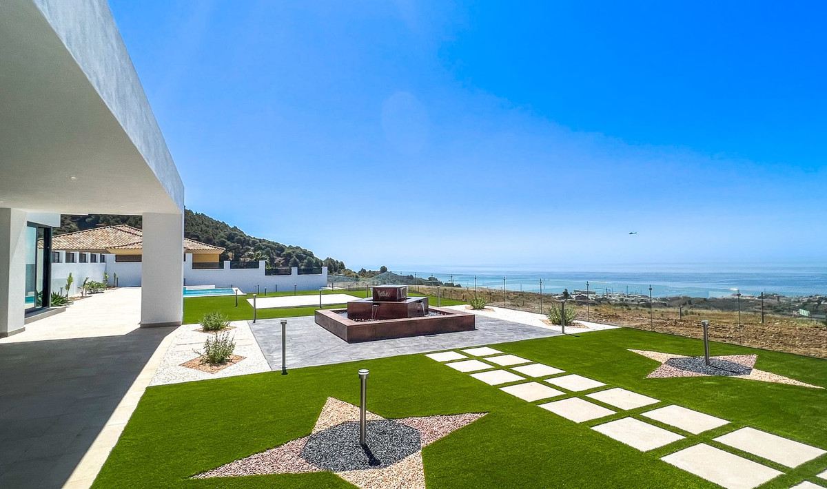 Exclusive, modern and elegant villa with beautiful panoramic views in the Buenavista urbanization.  , Spain