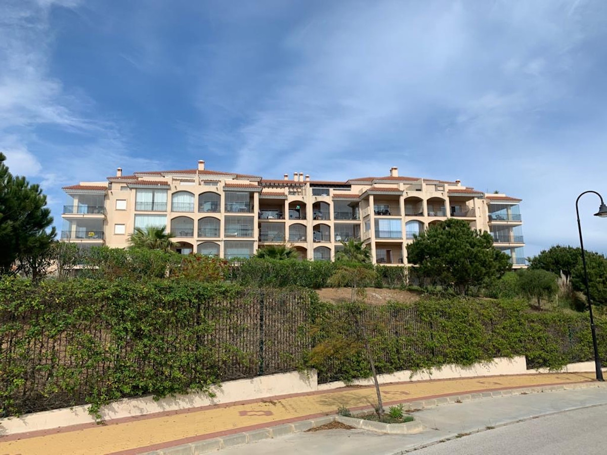 Gorgeous 2 bedroom apartment with panoramic views of the ocean and the pool area for the complex.   , Spain