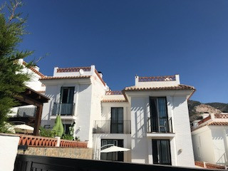 Semi-dettached house in La Reserva very calm with swimming pool and garden , near  sports facilities,Spain