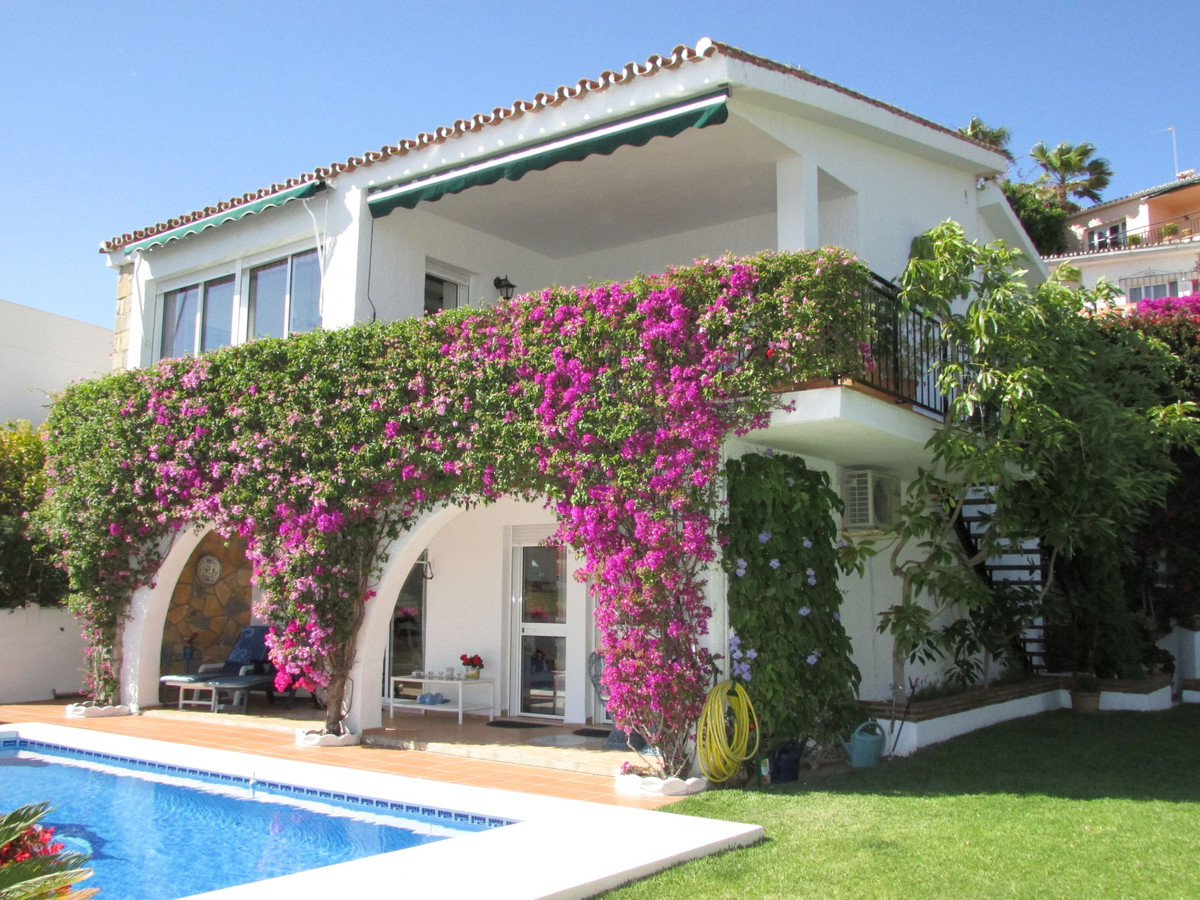 A wonderful villa,  4 bedroom, with panoramic sea vews in the lower part of Torremuelle, between Ben, Spain