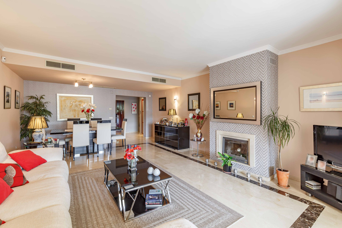 This huge south facing ground floor apartment is located in the sought after El Soto II development ,Spain