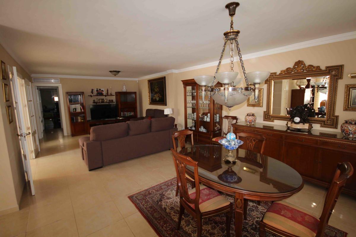 Villa con 5 Dormitorios en Venta Málaga