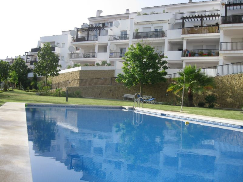 This top floor apartment offers spacious interiors, extensive terrace and views to the Mediterranean, Spain