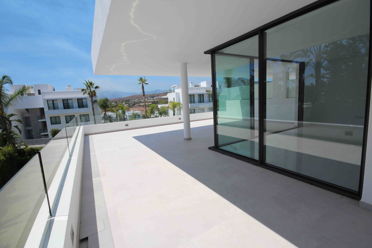 Middle Floor Apartment, Estepona, Costa del Sol. 3 Bedrooms, 2 Bathrooms, Built 0 m².  Setting : Clo, Spain