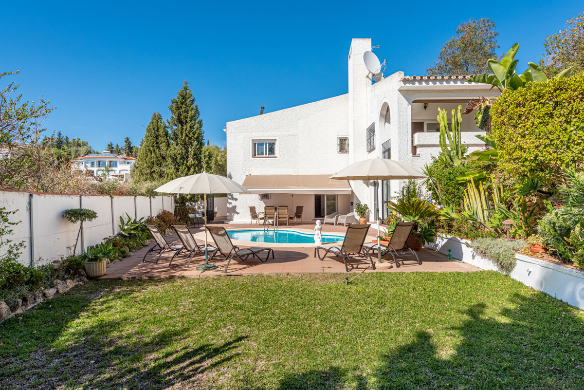 Three bedroom villa, situated in a quiet cul-de-sac,located minutes from Fuengirola.It includes a sp, Spain