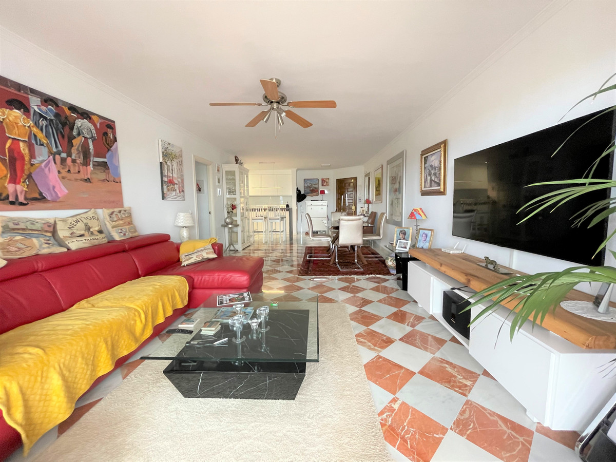 Recently renovated to a high Scandinavian  standard, this South facing 3 bed, 2 bath apartment has p,Spain
