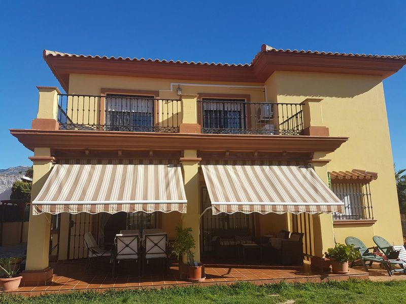 Large, 4 bed, 4 bath family villa situated at the end of a quiet cul de sac on Urb. El Hornillo, Cam,Spain