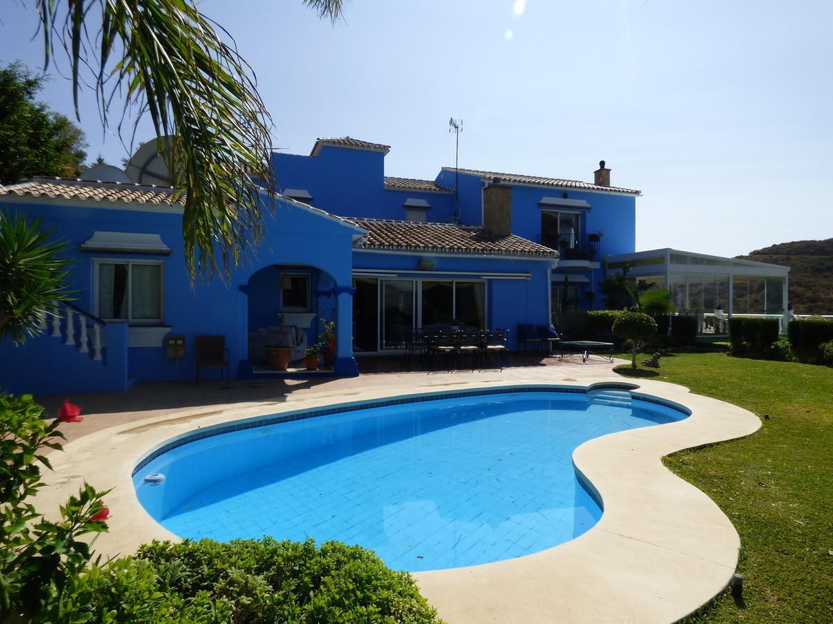 Villa 5 Dormitorios en Venta Cerros del Aguila