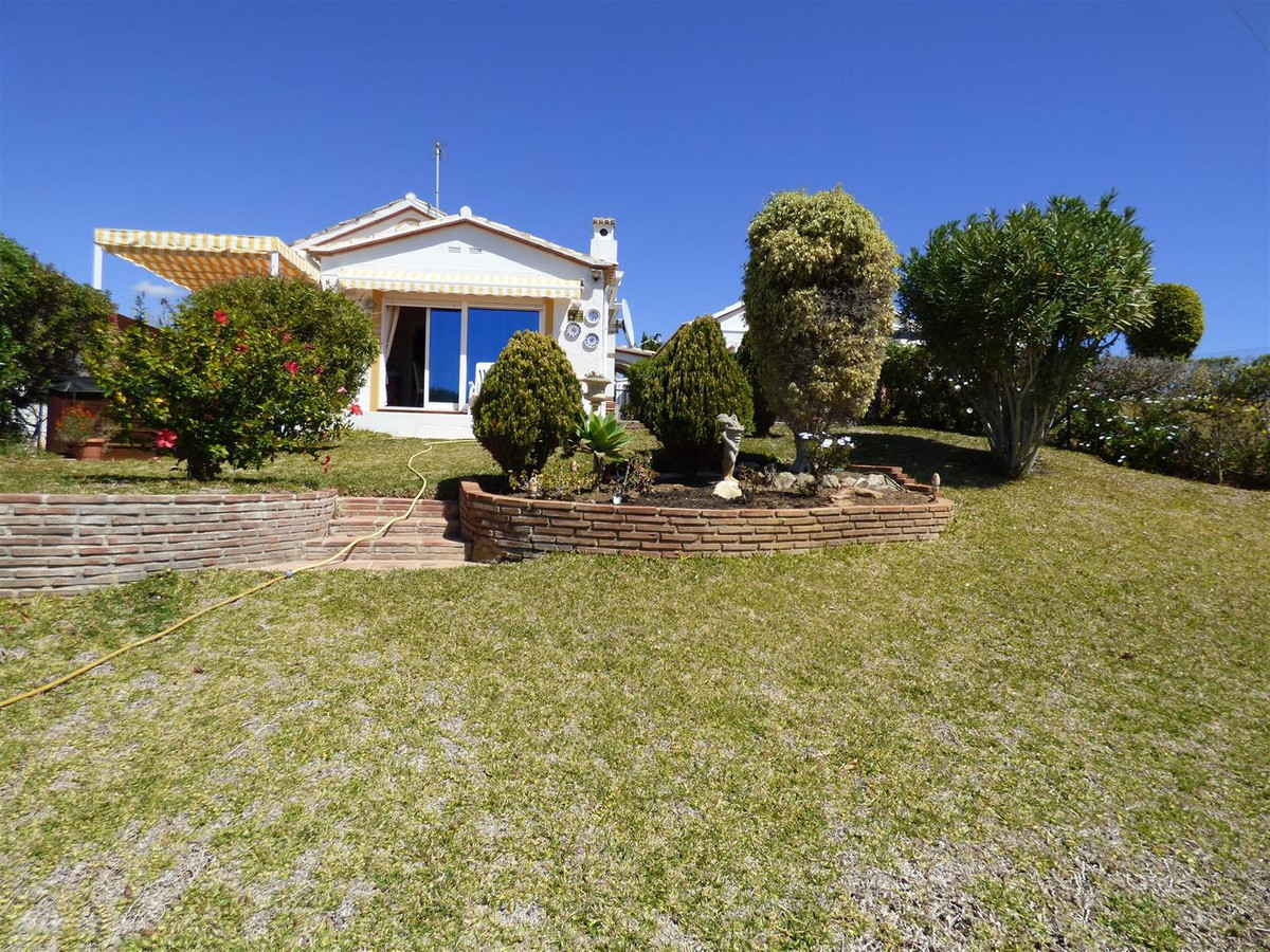 Charming 3 bed, 2 bath one level villa in excellence condition with sea views and sun all day. The p, Spain