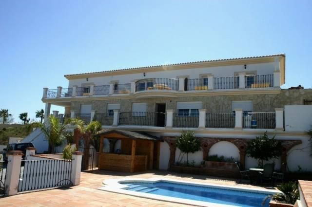 This large and extremely well built house sits in the heart of La Cala Golf. It offers fantastic vie, Spain