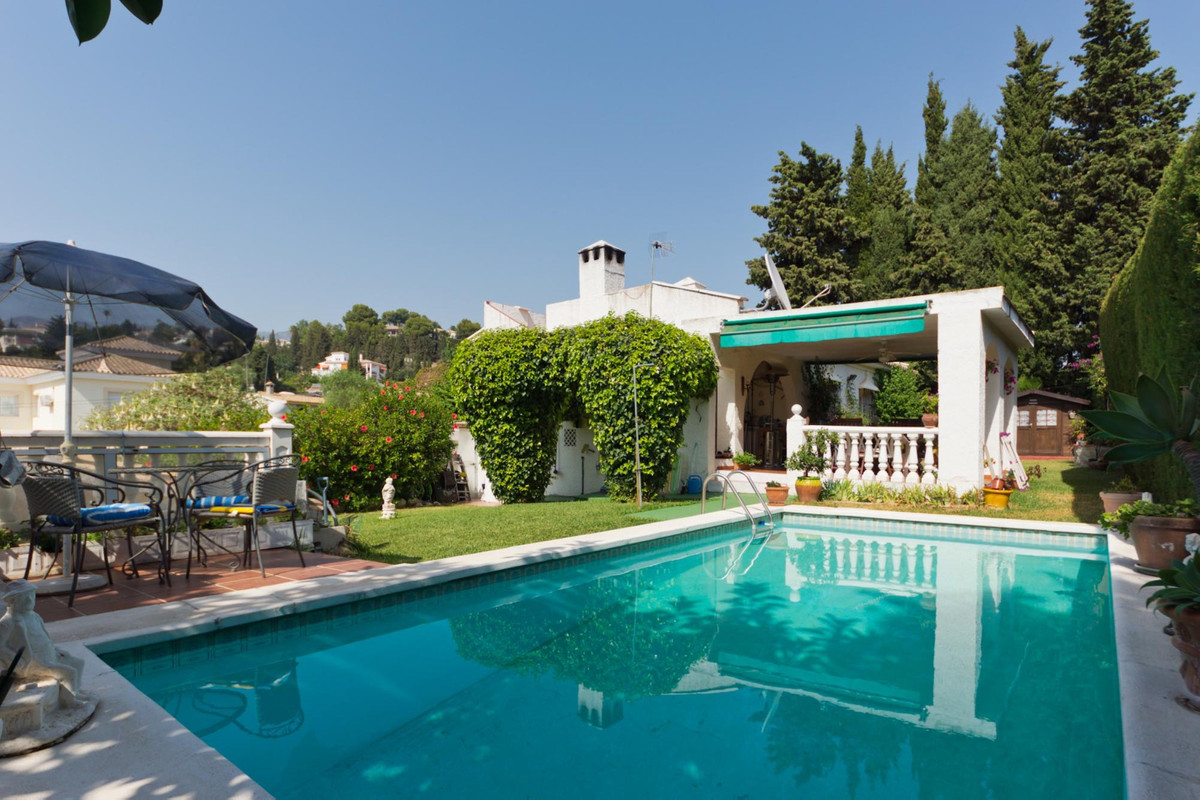 MOTIVATED SELLERS !!!! Private, one level, 3 bed, 2 bath villa located in a quiet cul-de-sac on the , Spain