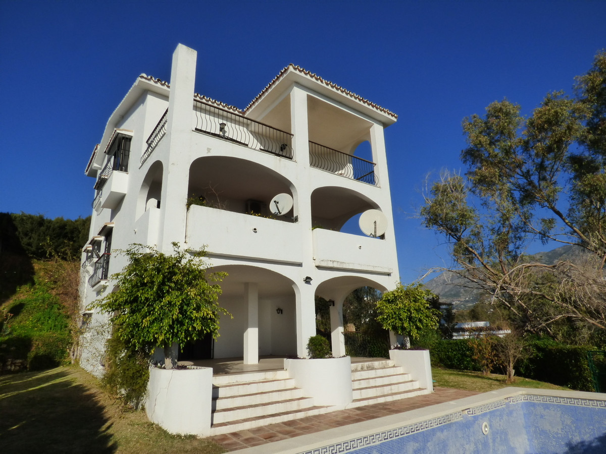 Huge 4 bed, 4 bath villa with sea views, crying out for a contemporary makeover. The property has a , Spain