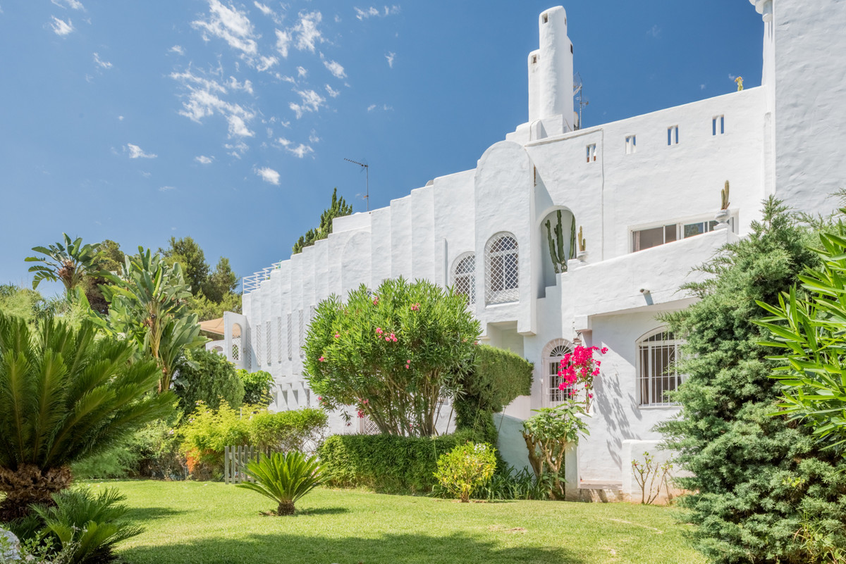 Semi Detached Villa for sale in Marbella Golden Mile - Marbella Golden Mile Semi Detached Villa - TMRO-R2941916