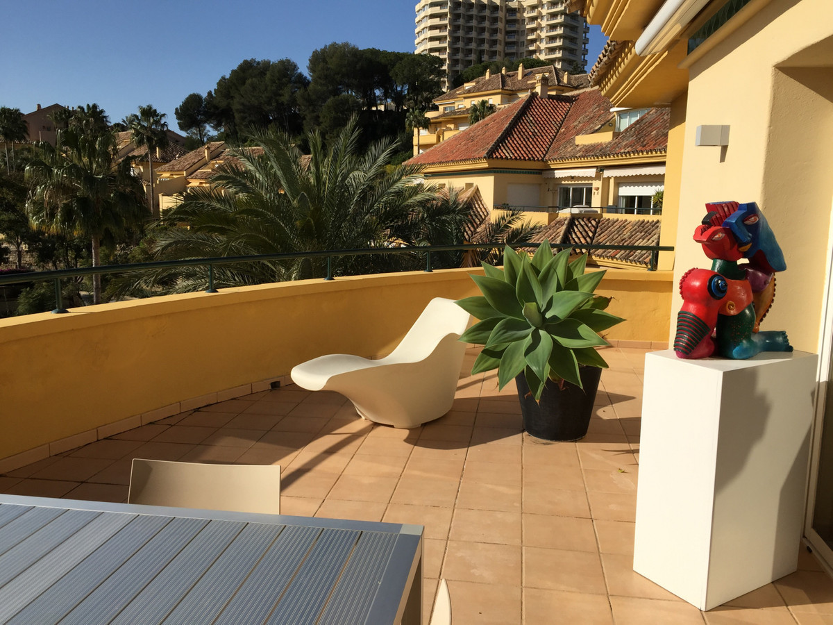 Apartment for sale in Rio Real, Marbella East