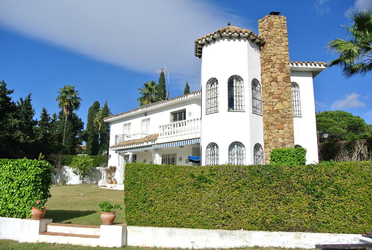 Nagüeles Residential Plot for Sale