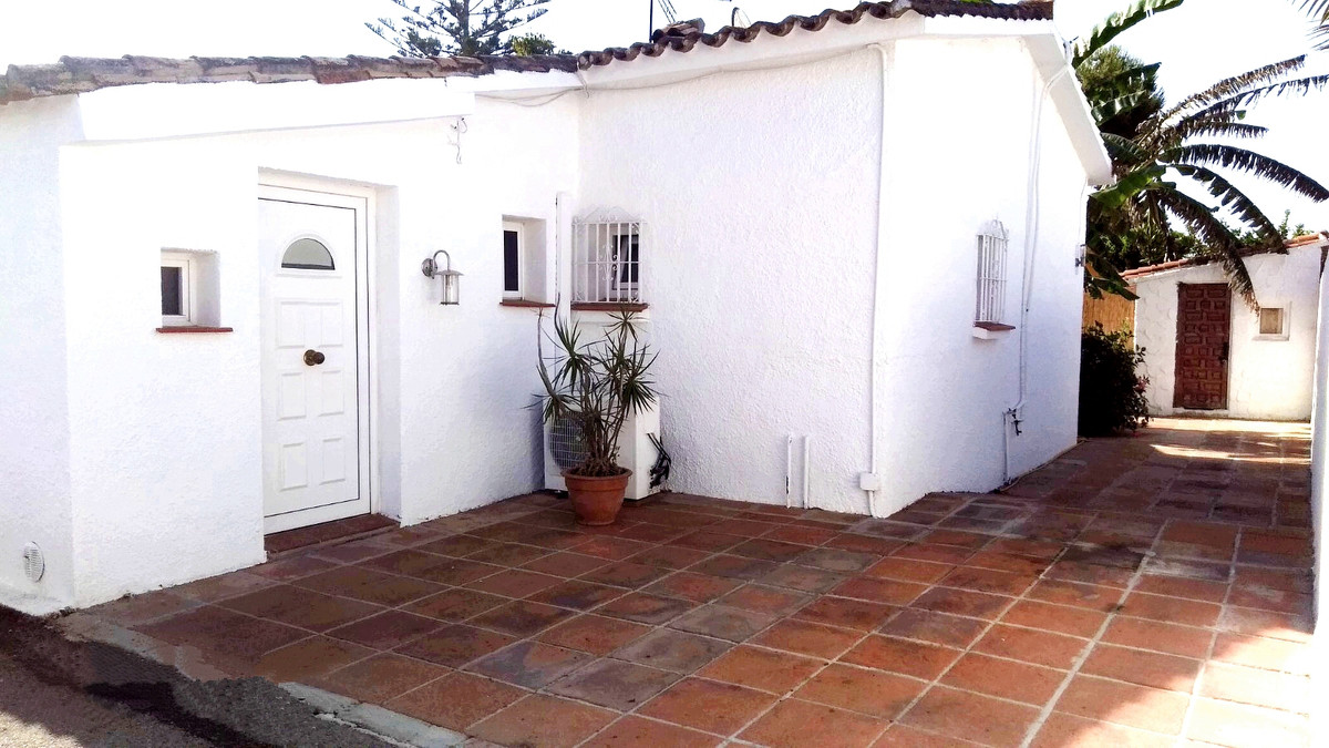 Cozy semi-detached house, just 4 minutes walk from the beach. Located in a quiet area close to all k,Spain