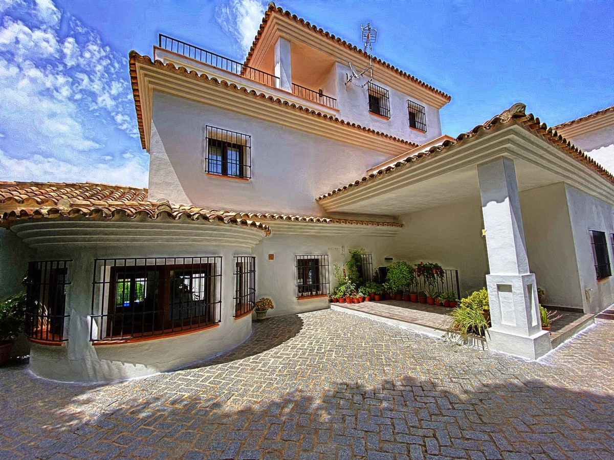 In the heart of Sotogrande is built a secluded home for those who praise comfort and style. You ente,Spain