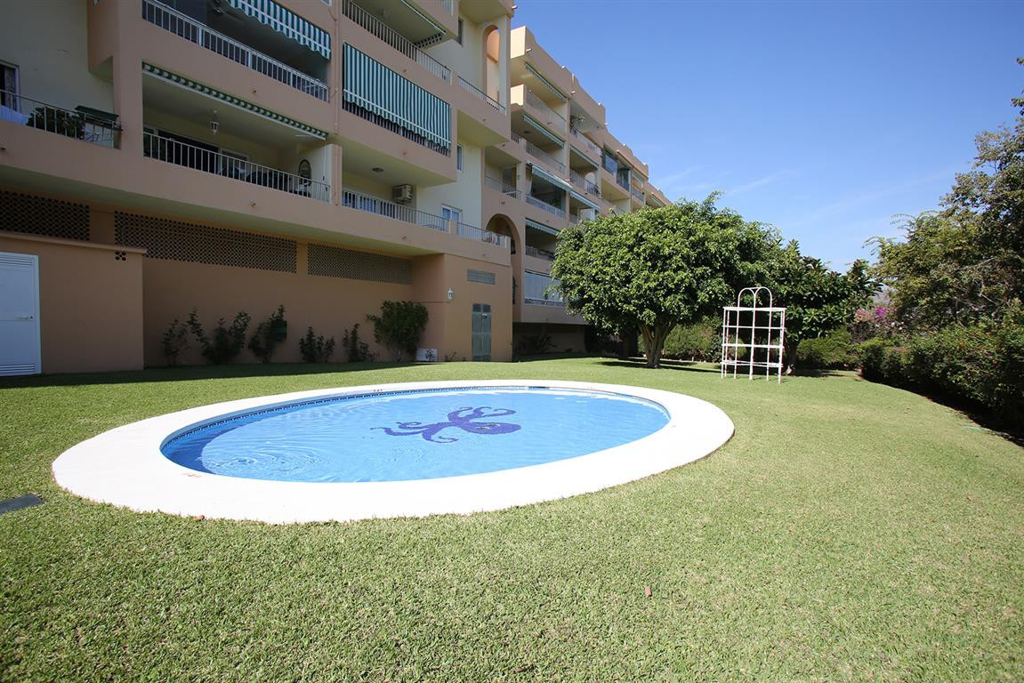 Apartment  Middle Floor for sale   in Nueva Andalucía