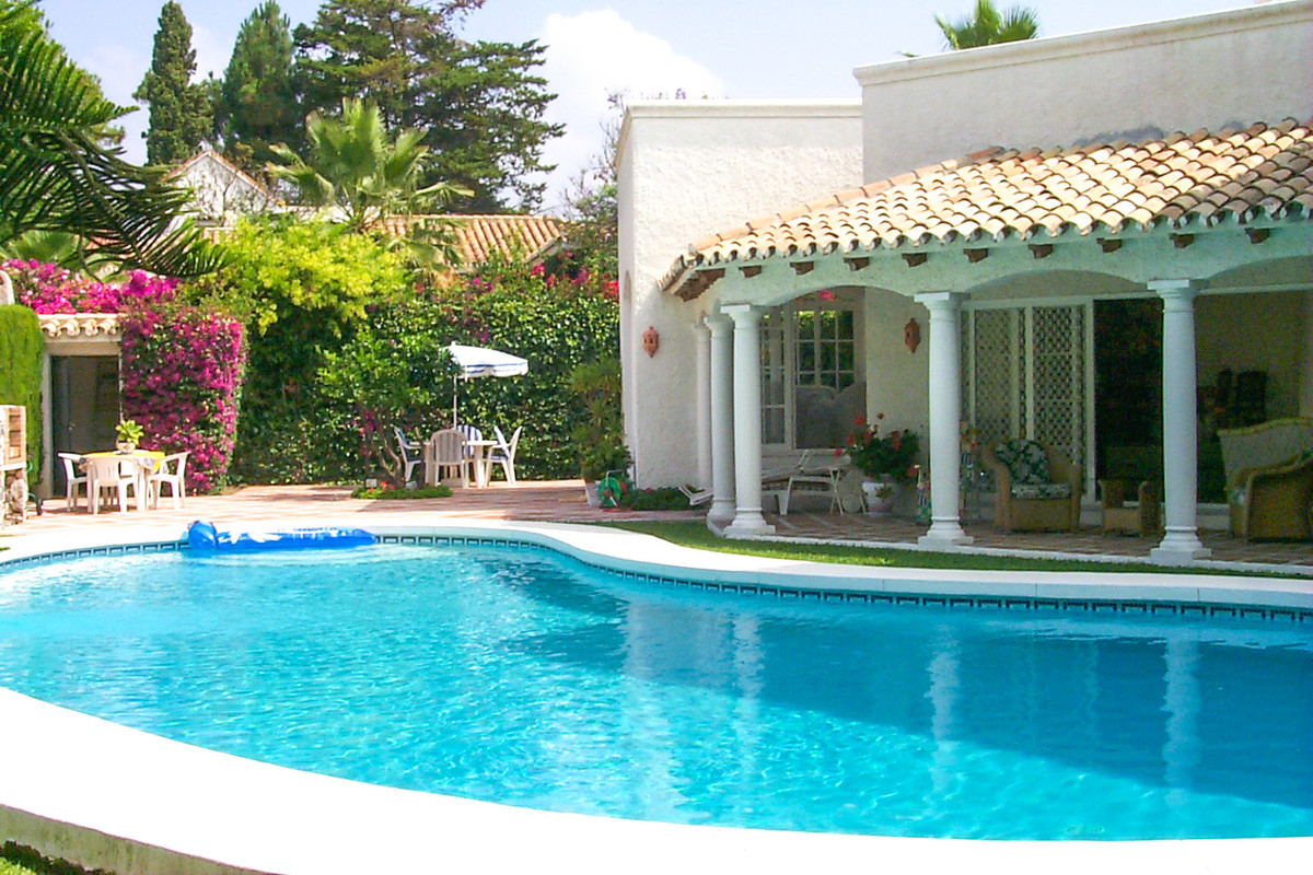 """Beautiful villa located in elegant, quiet and safe Urbanization Paraiso Barronal, between Puer, Spain"