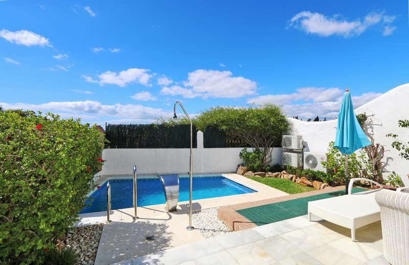 Very nice south facing luxury semidetached situated at the Golden Mile, very close to the famous hot,Spain