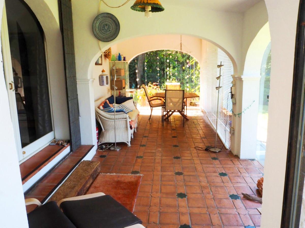 Villa te koop in Estepona R3921283