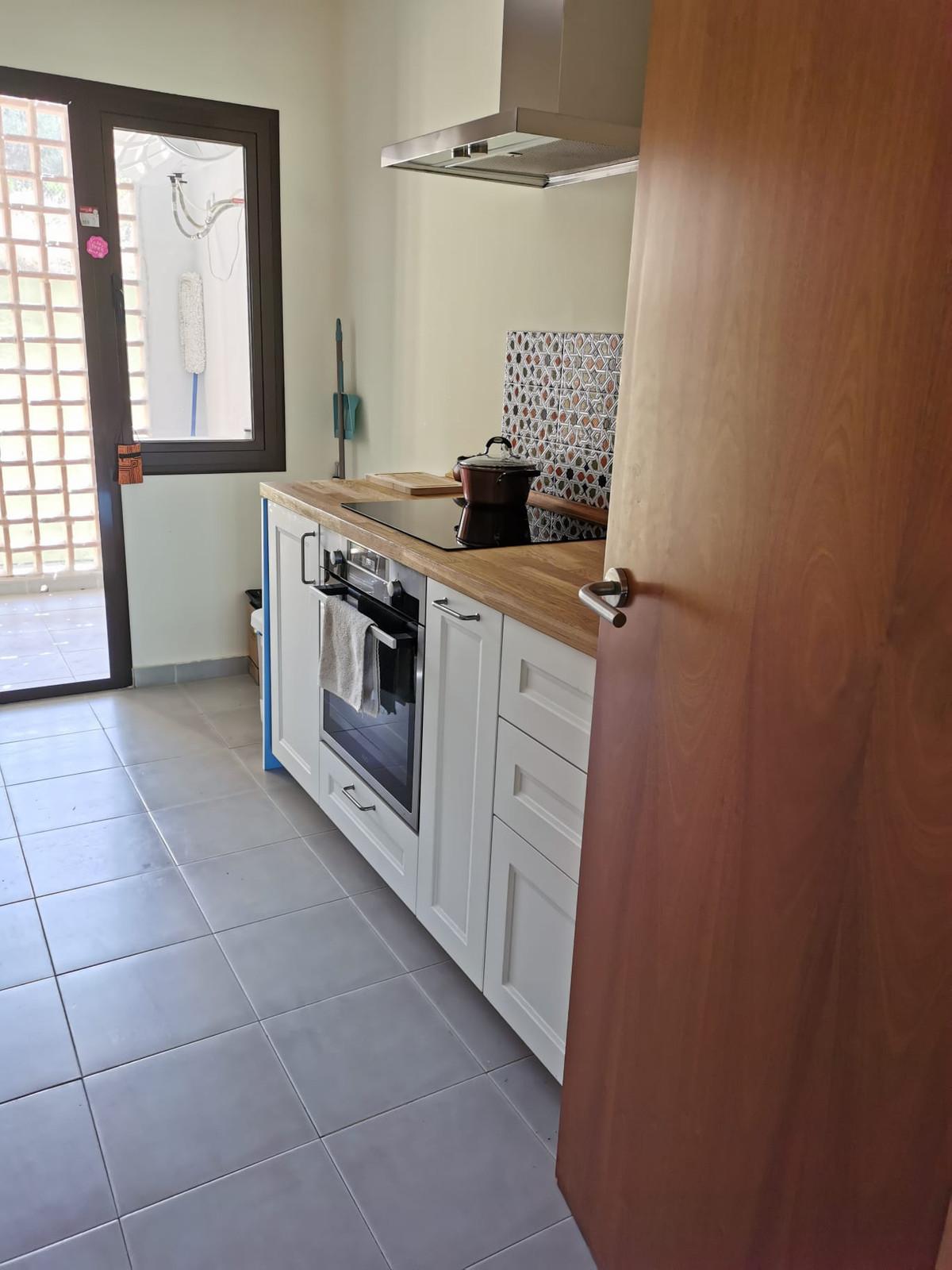 R3882193 | Penthouse in Estepona – € 175,500 – 2 beds, 2 baths