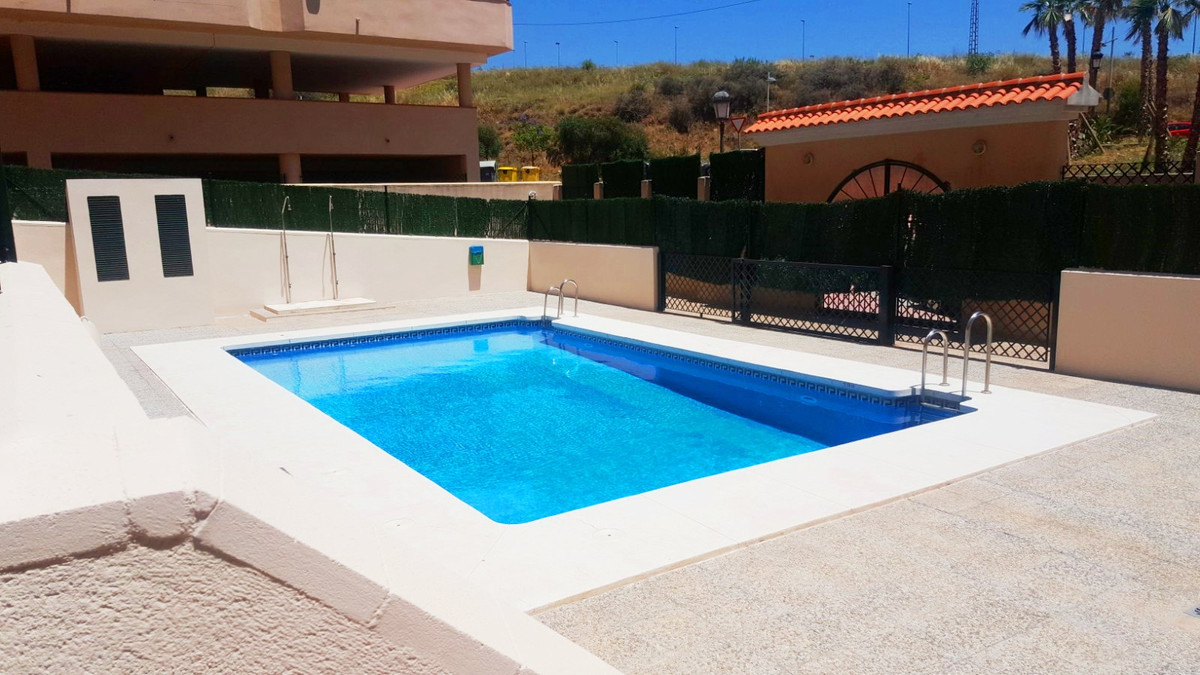 Cosy apartment in a perfect location: 1 minute to the highway, 5 minutes to the centre of the city. ,Spain